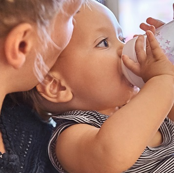 כיצד לשלב בצורה מוצלחת הנקה והזנה מבקבוק?