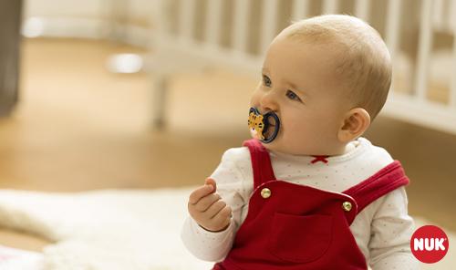 מוצץ גורם לשיניים עקומות, האמנם? 14 מיתוסים נפוצים על מוצצים